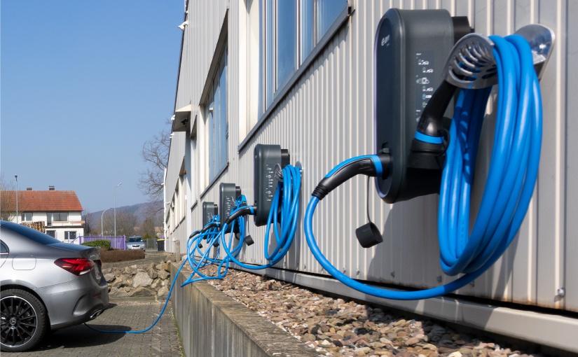 WORTMANN AG erweitert Green IT Gedanken und baut Ladesäulen