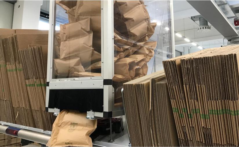 Die Papierluftpolster werden automatisch an den Pick-Platz geblasen. - Foto: WAGO