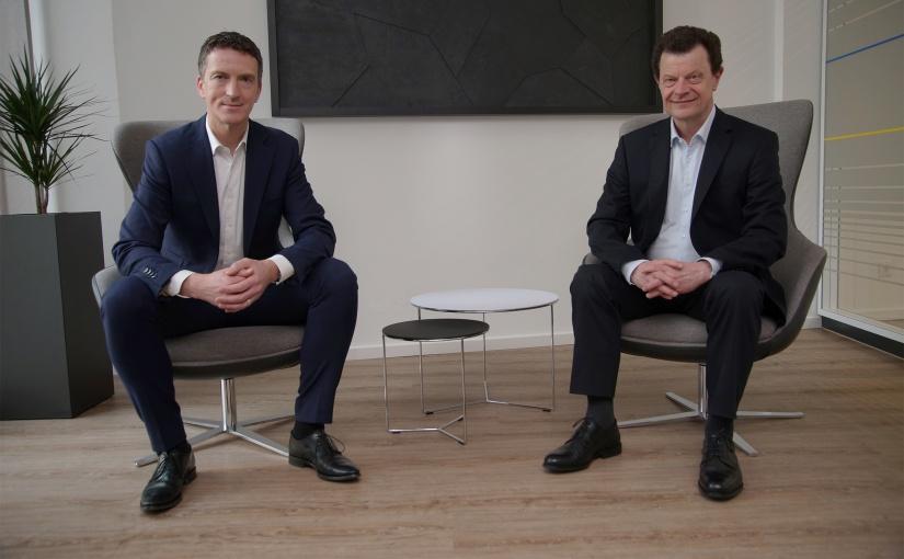 Volksbank-Vorstandsmitglied Ulrich Scheppan und klarwert-Geschäftsführer Werner Schönfeld. - Foto: Volksbank Bielefeld-Gütersloh /Klarwert GmbH