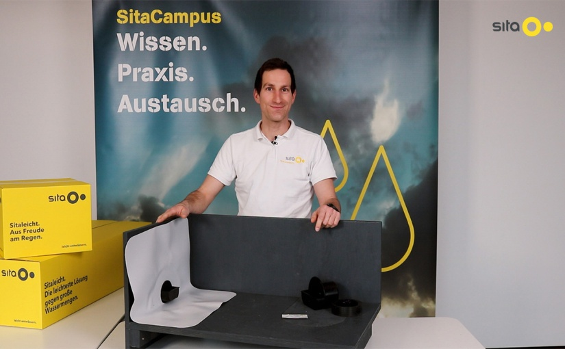 Die Vorteile des neuen SitaEasy Anstauelements erklärt Christian Behr vom Sita Produktmanagement. - Foto: Sita