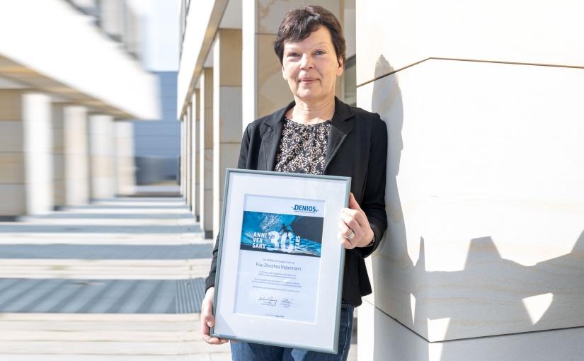 DENIOS bedankt sich für die 30-jährige Treue von Dorothea Hepermann