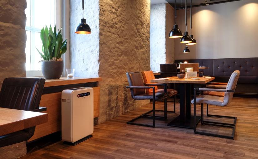 Remko: Beste Luftqualität im Hotelrestaurant mit mobilen Luftreinigern