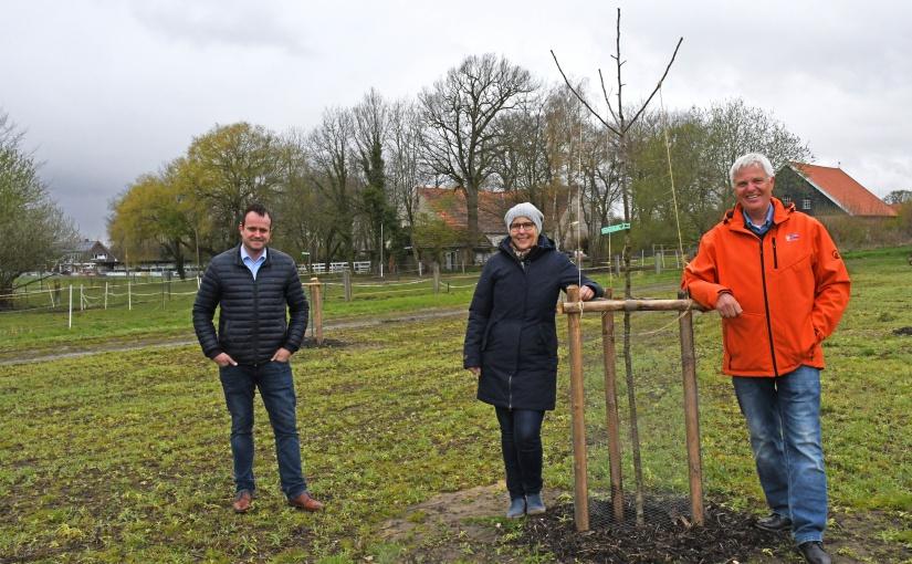 Stadtwerke Tecklenburger Land spenden für Lehrgarten in Riesenbeck