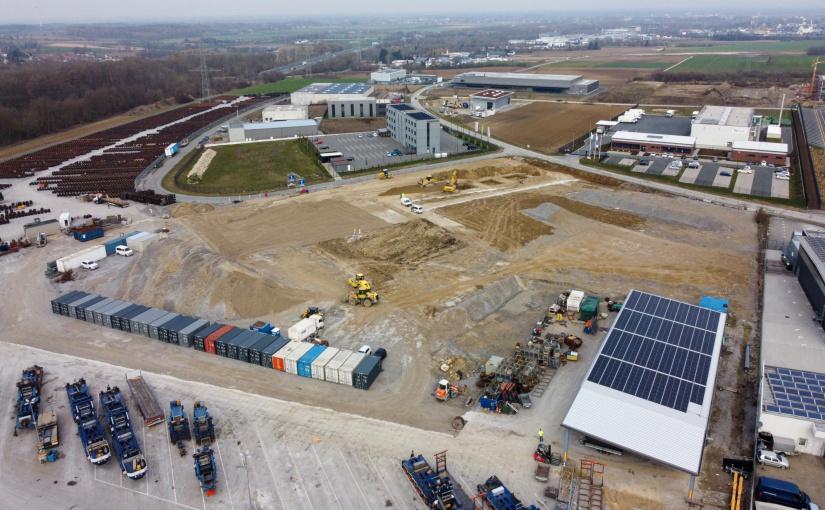 Auf diesem Gelände entsteht die 8.000 Quadratmeter große Lager- und Logistikhalle der Universal Transport Gruppe. - Foto: Universal Transport
