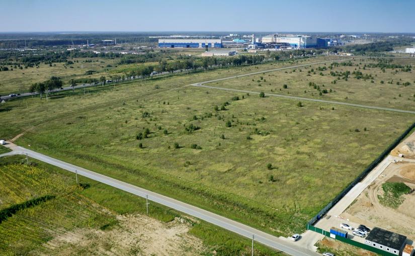 Auf dieser sieben Hektar großen Fläche entsteht bis März 2022 ein neuer Fertigungsstandort von ELA Container in Russland. - Foto: ELA Container