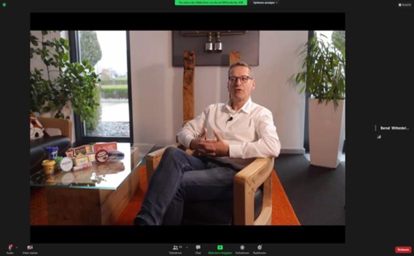 """Christof Spies, geschäftsführender Gesellschafter der Spies Kunststoffe GmbH, während der ersten digitalen """"Spätschicht: Industrie!"""". - Foto: IHK Osnabrück-Emsland-Grafschaft Bentheim"""