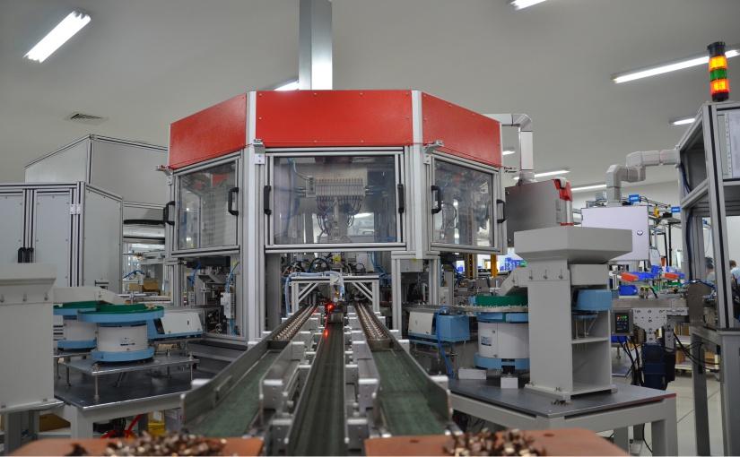 Die vollautomatisierte Montagelinie in China produziert ca. 4.000.000 SEL Türkontakte jährlich. - Foto: BERNSTEIN