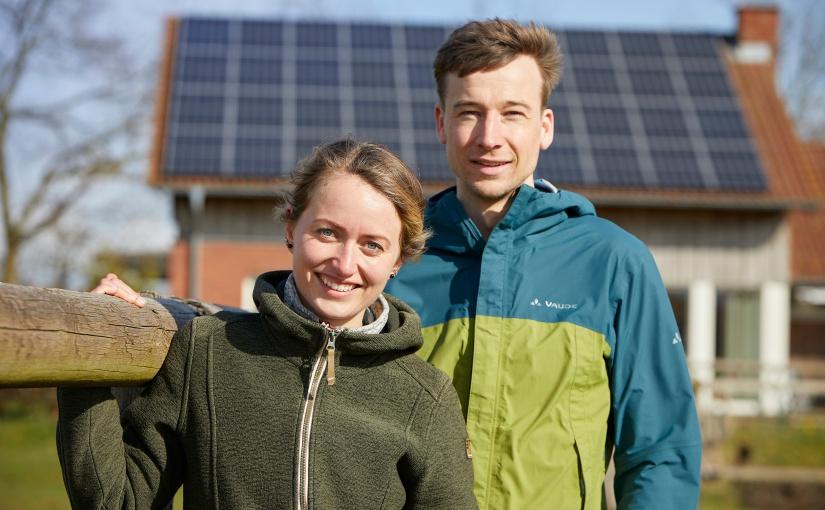 Auch im Münsterland haben immer mehr Menschen Photovoltaik auf dem Dach – Sophie und Sebastian aus Dülmen sind dafür ein Beispiel. - Foto: © Münsterland e.V./Philipp Foelting