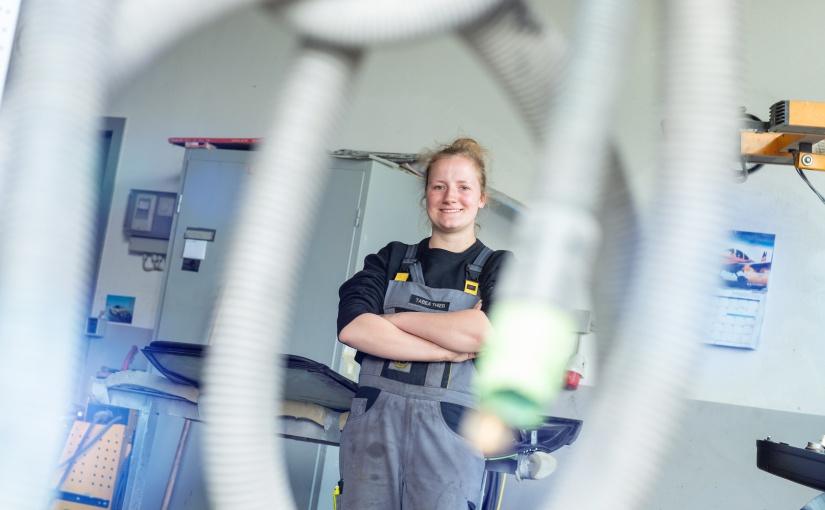 Tabea Thier ist Kfz-Lackiererin und Unternehmensnachfolgerin im Familienunternehmen ASB Thier GmbH in Münster. -Foto: © Teamfoto Marquardt, Competentia Münsterland