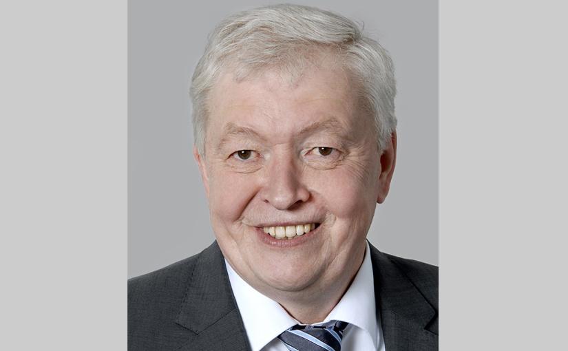 Prof. Dr. Andreas Wäsche vom Fachbereich Chemieingenieurwesen nimmt die E-Mobilität unter die Lupe. - Foto: FH Münster