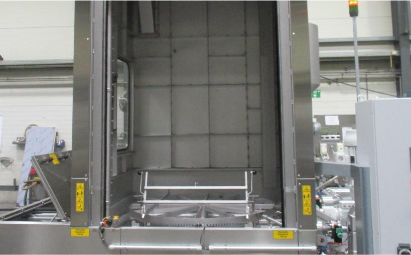 BvL Drehtelleranlage Ocean mit Sondernutzhöhe für bis zu 2.200 mm lange Karosserieteile (Strangpressprofile). - Foto: BvL