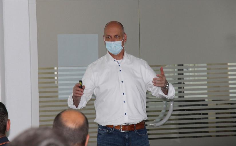 Buschjost Geschäftsführer Raymond Kamp führte durch den Tag. - Foto: Buschjost