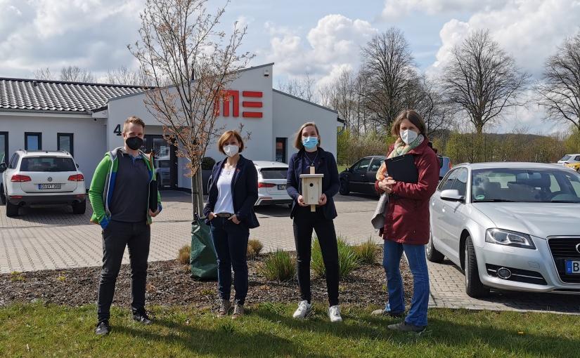 Begehung bei der Firma IT-Serivce MEDATA GmbH (von links): Andre Schulenberg, WIGOS, Andrea Schluch und Jo-hanna Bitter, IT-Serivce MEDATA GmbH, sowie Sonja Nitz, BioConsult. - Foto: WIGOS / Eckhard Wiebrock