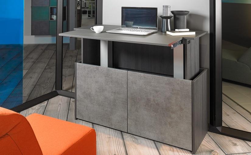 Unauffälliges Sideboard mit integrierter Workstation für Wohnungen, die wenig Platz für ein Homeoffice haben. - Foto: Hettich