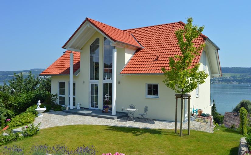 Fertighäuser werden bei Bauherren immer beliebter. - Foto: BDF/Lehner Haus