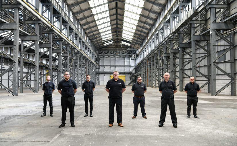 Paul Avery (Mitte) steht mit seinem Produktions-Team in den Startlöchern. - Foto: Schmitz Cargobull