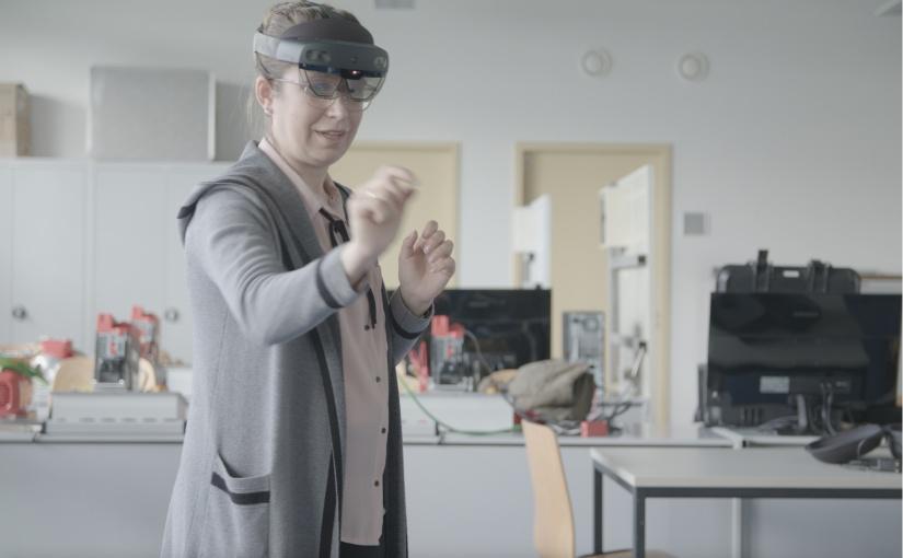 Die Denkfabriken sprachen auch über das Potenzial, dass noch in Virtual und Augmented Reality steckt. Das Bild zeigt Denkfabrik-Teilnehmerin Irina Schäfer von der Westfälischen Hochschule, die in dem Projekt auch als Technologie-Scout aktiv ist. - Foto: © Detlef Muckel