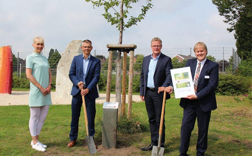 Piepenbrock spendet Baum in Rheine